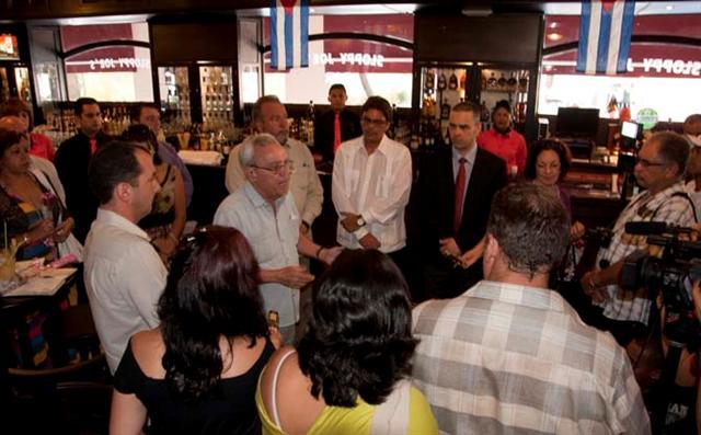Este jueves 25 se realizó la inauguración oficial del Sloppy Joe´s Bar en presencia del Ministro cubano de Turismo, Manuel Marrero y el Historiador de la Ciudad, Eusebio Leal Spengler / Foto Alexis Rodríguez