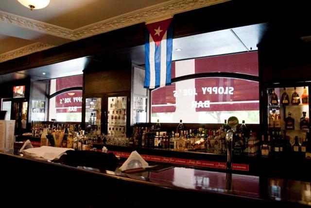 La célebre barra de 18 metros acogió en las décadas de 1930 y 1950 a ilustres visitantes / Foto Alexis Rodríguez