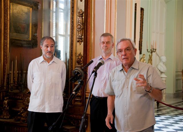 """En sus palabras de agradecimiento el Dr. Leal calificó de muy valerosa esta donación ya que complementa """"una parte de la historia cubana sin la cual no podríamos explicar el ser nacional"""