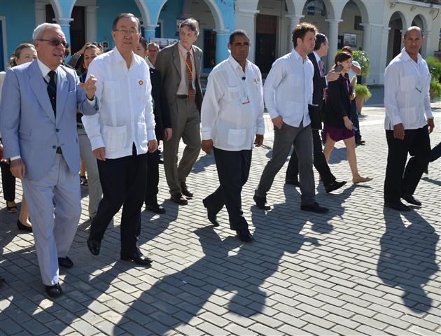 Durante la caminata que abarcó las plazas de San Francisco de Asís y la Vieja, Ban Ki-moon se interesó por el proceso de rehabilitación integral en este sitio, declarado por la UNESCO Patrimonio de la Humanidad. En el recorrido participaron otras personalidades entre las que se encontraba Herman Van Hoof, director de la Oficina Regional de Cultura para América Latina y el Caribe de la UNESCO