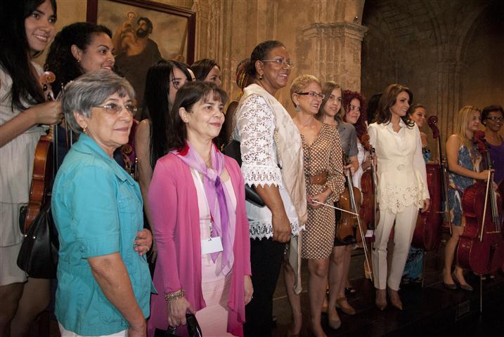 Las damas disfrutaron de la actuación de la Camerata Romeu