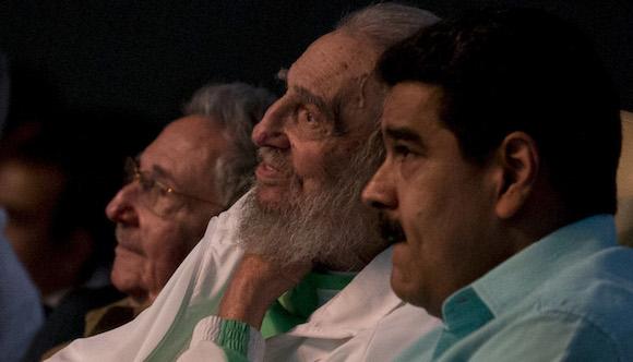 Fidel junto a Raúl y Maduro. Foto: Ismael Francisco/ Cubadebate